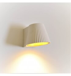 Plaster wall lamp and gold interior - Aro